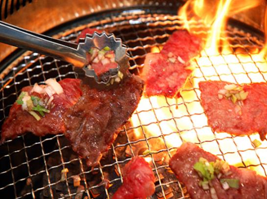 焼き肉の定番カルビ。
